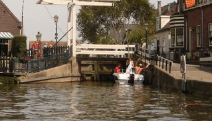Wonen aan het water: Roelofarendsveen